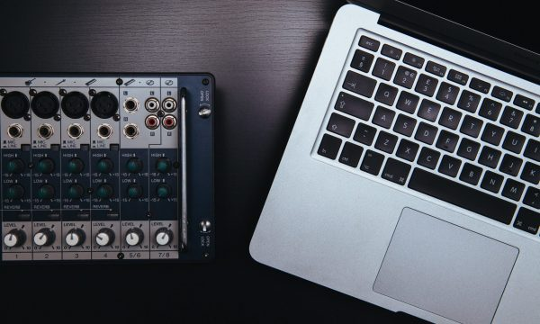 analog-apple-audio-1784